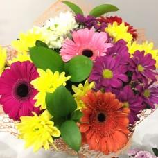 Цветной букет из гербер и хризантемы