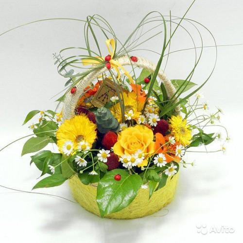Композиция из цветов в корзине фото своими руками