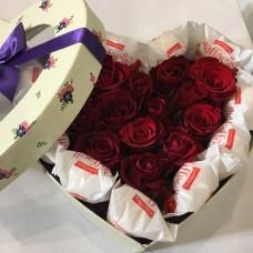Романтичное сердце из роз и рофаэлло