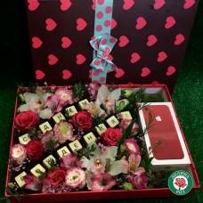 Подарочная коробка с цветами для упаковки вашего подарка!