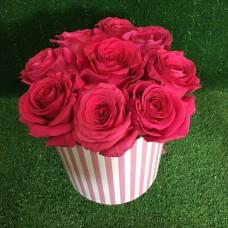 Купить цветы в шляпной коробке