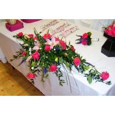 композиция на стол молодоженов в розовых тонах