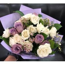 Нежно сиреневый букет с розами