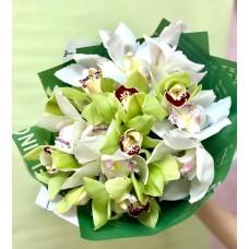 Букет из 17 орхидей