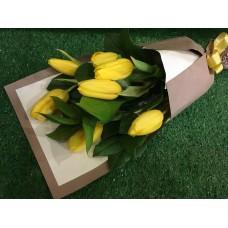Необычный букет из 7 тюльпанов