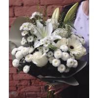 Воздушный букет белых цветов