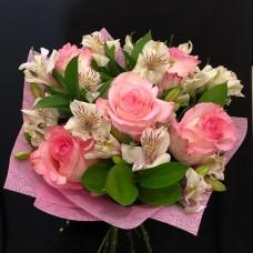 Милый небольшой букет в розовых тонах