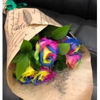 Букет из 5 радужных роз в крафте