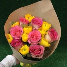 Букет с ранункулюсами и розами