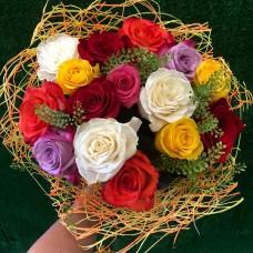 15 эквадорских роз ассорти