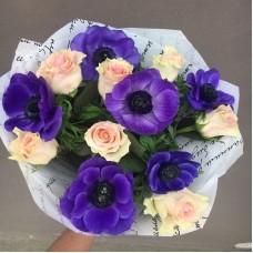 Букет с розами и анемонами