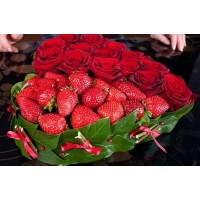 Сердце из роз и клубники Standart
