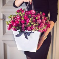 Доставка цветов в коробке | Долина Роз