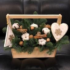 Новогодний ящик с елкой, хлопком и корицей
