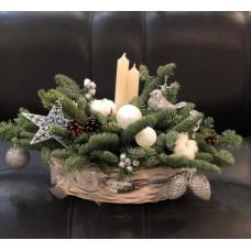Новогодняя композиция со свечами в серебре