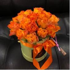 Шляпная коробка с кенийскими розами