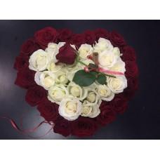 Романтическое признание из роз