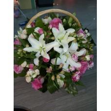 Большая праздничная корзина с цветами