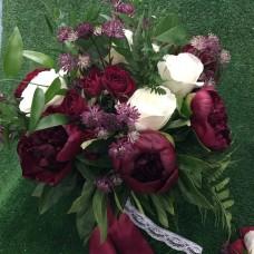 Свадебный набор в цвете марсала: букет невесты и бутоньера для жениха