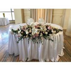 Большая композиция с лилией для стола молодоженов