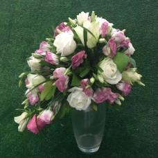 Каскадный букет в пудровом цвете