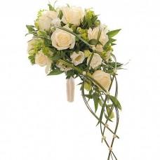 Каскадный букет с кремовыми розами