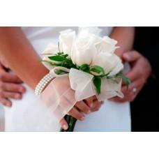 Маленький букет невесты из роз