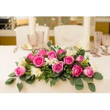 Элегантная композиция с розовыми розами